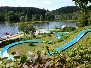 Rannasee in Wegscheid - Der Badeseeo in Wegscheid ist kostenlos zu nutzen, sowie eine Rutsche, Spielplatz, Liegewiesen und