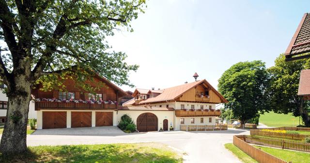 Im neuerbauten Bauernhaus befinden sich unsere 3 schönen Ferienwohnungen
