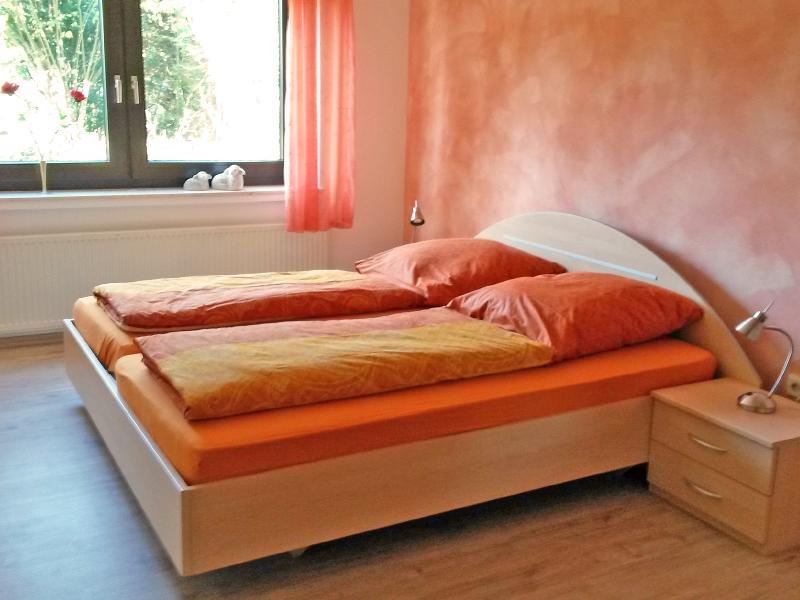 Schlafzimmer - Ferienwohnung Balko Arnsberg / Urheber: Ferienwohnung Arnsberg / Rechteinhaber: © Markus und Marion Balko