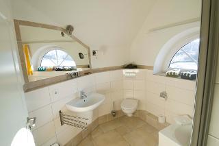Der Deichhof - Familienhaus - Bad mit Dusche und Badewanne