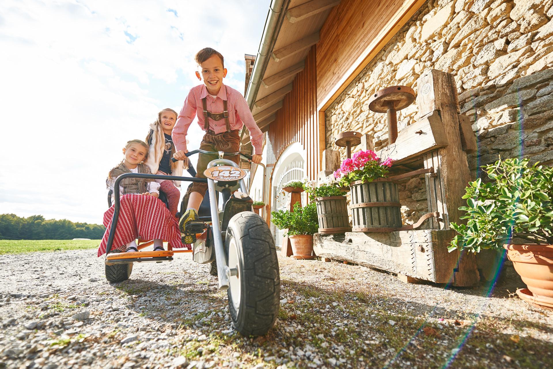Viele Tretfahrzeuge für jede Altersgruppe