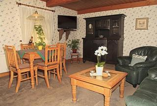 Fewo Nr. 5, Wohnzimmer mit Esstisch