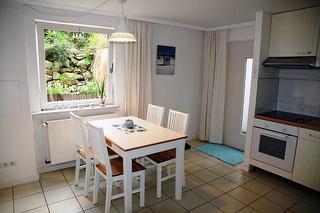 Blick auf den Essplatz in der offenen Küche
