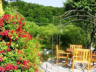 Pavillon im Garten am Fluss / Urheber: Rosa  Hell / Rechteinhaber: © Rosa Hell