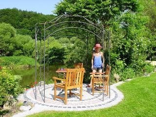 Pavillon im Garten an der Altmühl / Urheber: Rosa Hell / Rechteinhaber: © Rosa Hell
