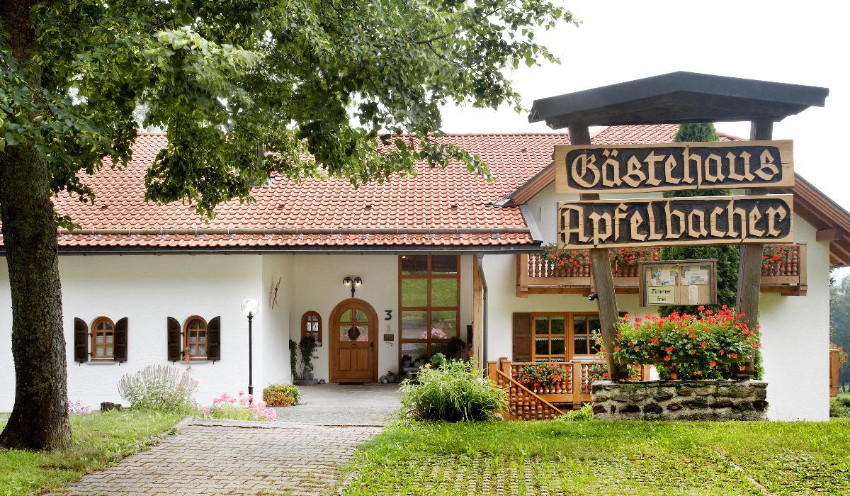 Gästehaus Apfelbacher (Spiegelau). Ferienwohn Ferienwohnung im Bayerischer Wald