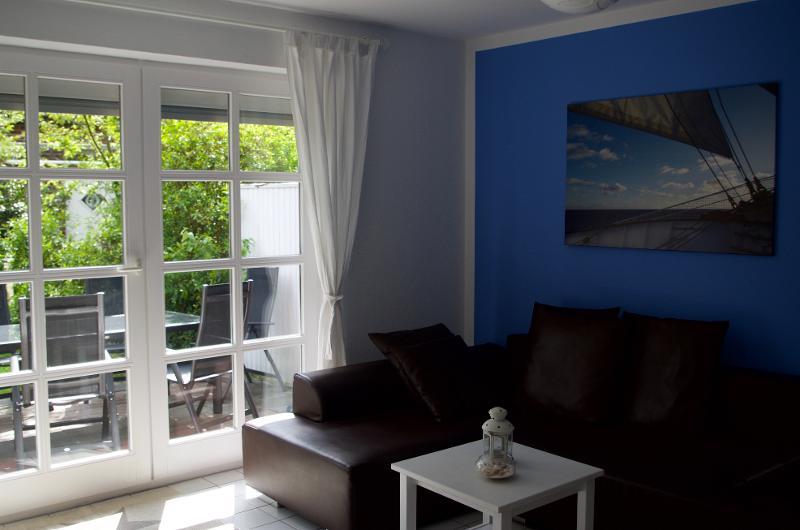 Wohnzimmer mit Sonnenterrasse & Garten