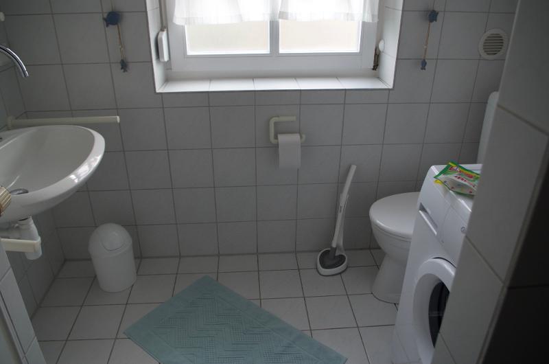Bad mit DU/WC und Waschmaschine zur freien Benutzung