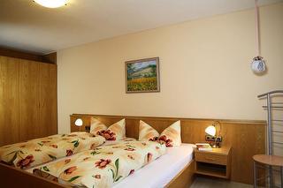12 Schlafzimmer