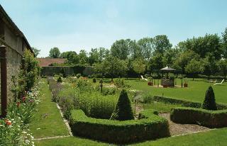Kräutergarten & Liegewiese