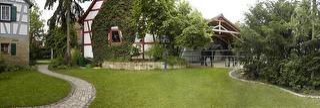 Gartenansicht nach Süden mit Pferdeauslauf/überdachter Grillplatz