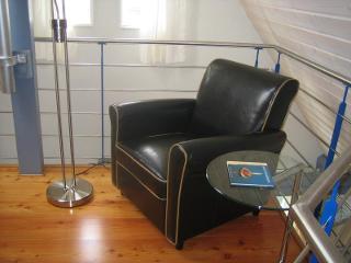 """Ruhegenuß im Luxussessel oben auf der """"Galerie"""" mit Blick nach unten in den Wohnbereich"""