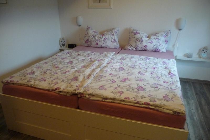 Schlafzimmer - Ferienhaus Henneseeblick am Hennesee