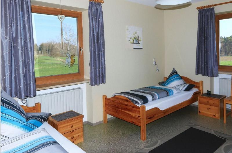 ferienhof bauernhof rauch. Black Bedroom Furniture Sets. Home Design Ideas