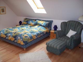 1 Schlafzimmer mit Doppelbett (1,80 x 2 m)