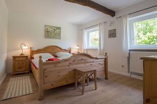 Schlafzimmer 1 im Erdgeschoss, Freesenhus an de Soot, Fam. Walter
