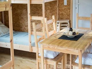 Sitzgelegenheiten und Etagenbetten