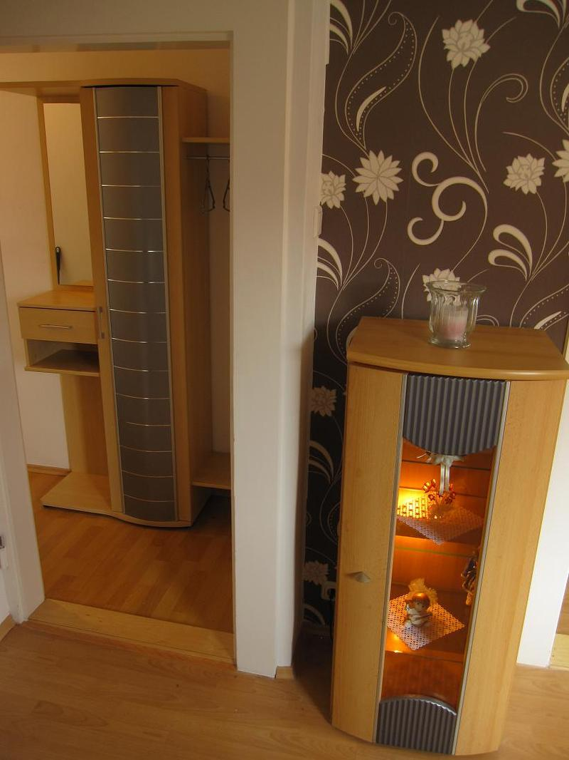 Wohnzimmer mit Blick zur Garderobe
