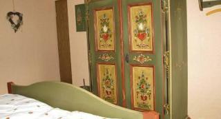 Schlafzimmer im bäuerlichem Stil