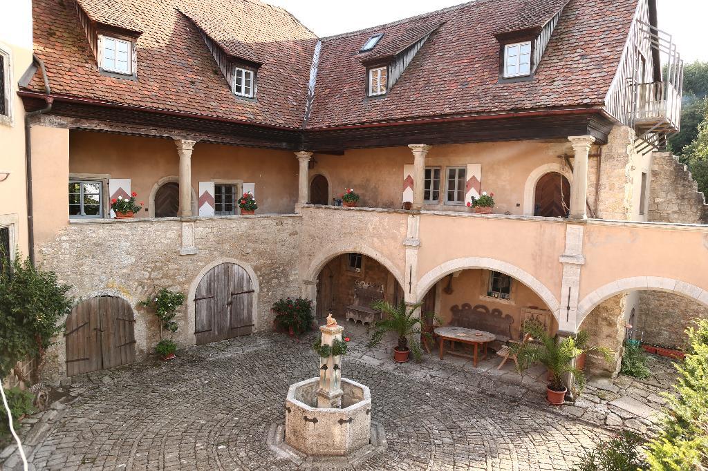 Ferienwohnung Geyer-Schloss Reinsbronn (Creglingen). Ferienwohnung