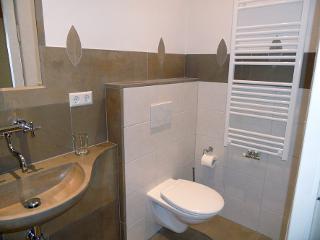 Das Bad vom Holz-Zimmer