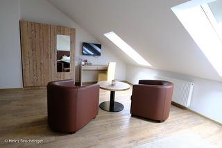 Sitzplatz mit kleinem Schreibtisch