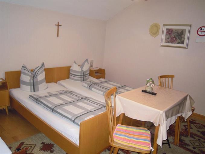 Ferienwohnung Bed & Breakfast Karu (Hohenems). Dreibettzimmer (2401707), Hohenems, Dornbirn, Vorarlberg, Österreich, Bild 3