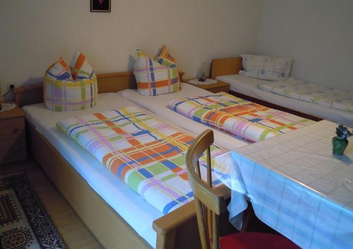 Ferienwohnung Bed & Breakfast Karu (Hohenems). Dreibettzimmer (2401707), Hohenems, Dornbirn, Vorarlberg, Österreich, Bild 5