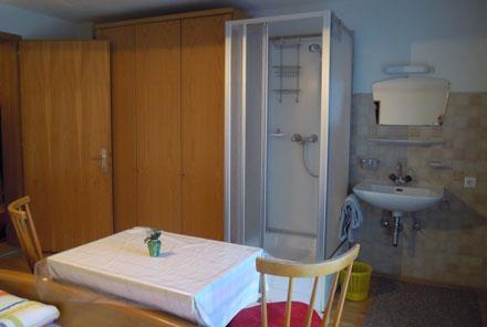 Ferienwohnung Bed & Breakfast Karu (Hohenems). Dreibettzimmer (2401707), Hohenems, Dornbirn, Vorarlberg, Österreich, Bild 6