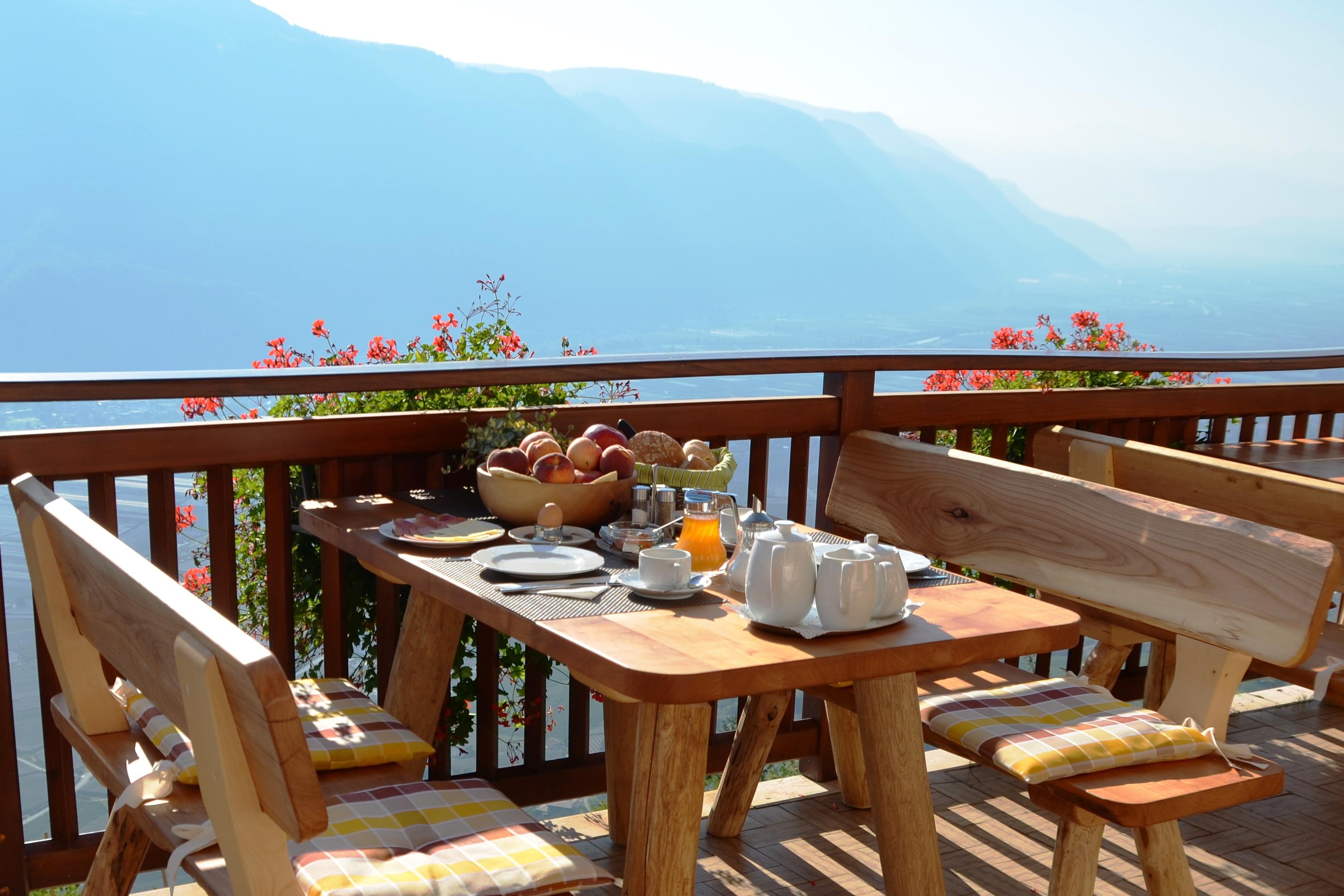 ....den Tag beginnen mit einem Frühstück in der Morgensonne auf unserer Panoramaterrasse....