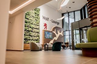 Die Wolf-Lounge in der Passauer Wolf Fachklinik Bad Gögging / Urheber: PASSAUER WOLF Fachklinik / Rechteinhaber: © PASSAUER WOLF Fachklinik