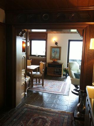 Eingang mit Blick ins Wohnzimmer.jpg