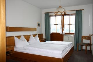 das Schlafzimmer der FEWO Klausenberg