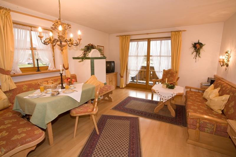 (1) Zwei Raum Ferienwohnung 44qm, Dusche/WC, Extra Schalfraum, Küche, Balkon