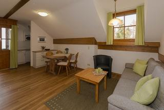 Beispielfoto: Wohn-und Esszimmer mit Kochnische Typ B mit Ostbalkon
