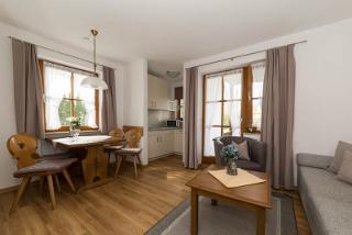 Beispielfoto: Wohn- und Esszimmer mit Kochnische Typ A