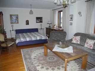 Wohnzimmer mit zusätzlicher Schlafmöglichkeit