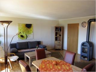neu renovierter Wohnbereich mit Flat LCD Fernseher