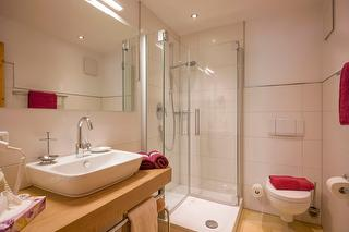 Neu renoviertes Bad im Wohlfühlzimmer