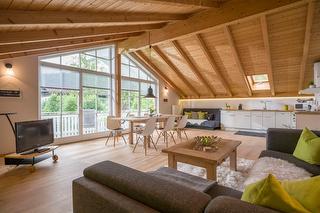 großer und heller Wohnbereich in der Ferienwohnung Kaiserblick