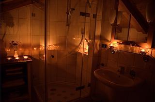 Badezimmer mit Kerzenschein Ferienwohnung Schenk