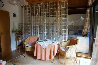 Sitzecke mit Küchenzeile bei Hofmann