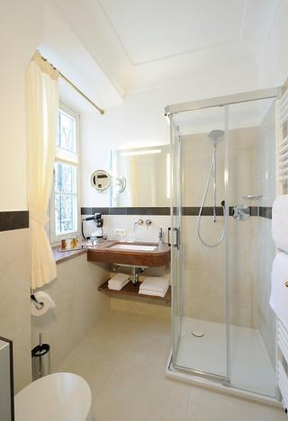 Hotel Gut Ising - Badezimmer Classic im Biedermeierhaus