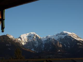 Ausblick vom Balkon auf die Berchtesgadener Berge