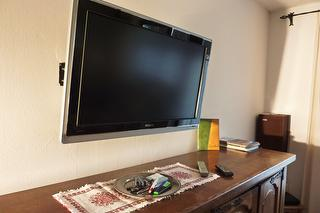 Großer Flat TV Ambilight (Sat)