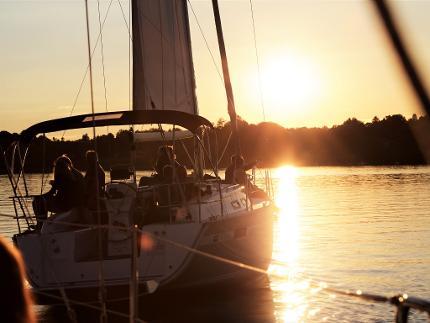 """""""Sunset Sailing"""" - Segelpartie in den Sonnenuntergang"""