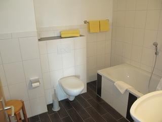 Badezimmer im Dreibettzimmer