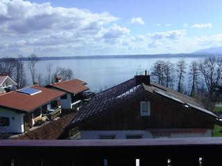 Blick vom Balkon auf den See