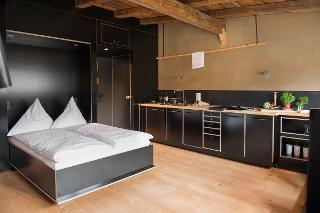 Wohnraum mit Bett und Küche