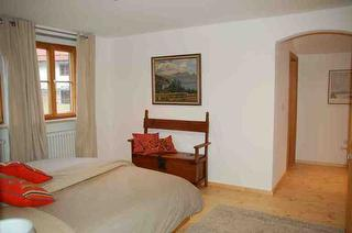 Doppelbett im Schlafzimmer / Haus Dobler